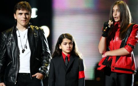Prince Michael, cel mai mare dintre copiii lui Michael Jackson, s-a angajat la 16 ani. Cum isi castiga tanarul primii sai bani