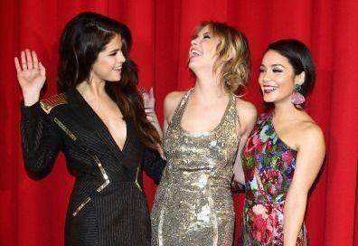 Selena Gomez si Vanessa Hudgens si-au aratat latura salbatica si pe covorul rosu. Cand apare in Romania noul lor film -  Spring Breakers