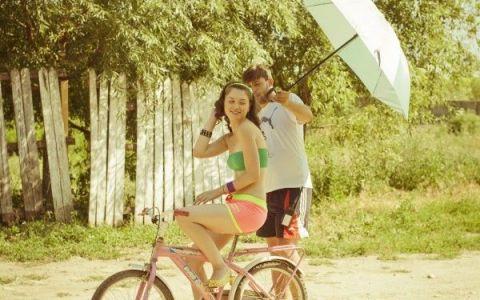 Anca Dumitra, Gianina din  Las Fierbinti , despre cum se mentine in forma cu ajutorul mersului pe bicicleta si al exercitiilor cu mingea