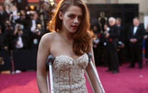Kristen Stewart, in carje la Oscar: cele mai neinspirate vedete si rochii ale serii