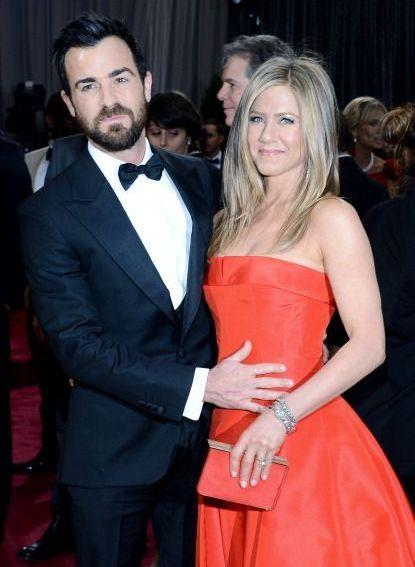 Jennifer Aniston, stralucitoare intr-o rochie rosie in noaptea Oscarurilor. Vezi cele mai tari cupluri de la Oscar 2013