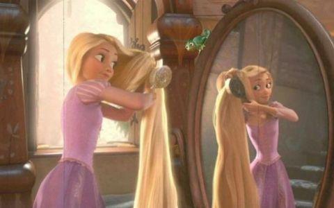 Familia Rapunzel din viata reala. Cum arata femeia cu parul lung de 182 centimetri