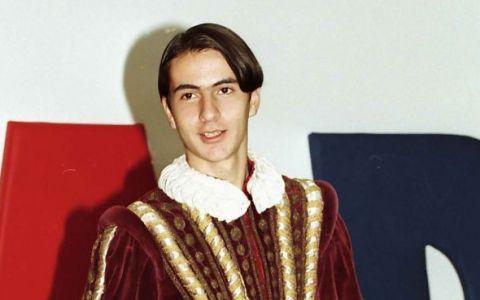 Iti mai aduci aminte de Ducu de la  Abracadabra ? Are o cariera de succes si s-a casatorit cu una din cele mai sexy blonde din showbiz