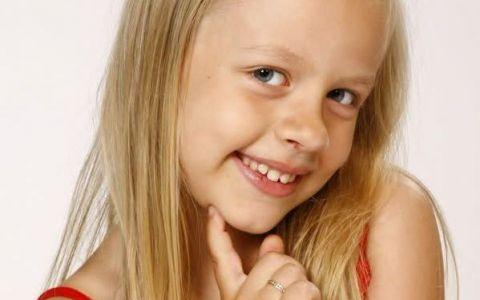 Cat de mare a crescut Carina din  Ingerasii ! Jenifer Dumitrascu s-a transformat intr-o frumoasa domnisoara: FOTO