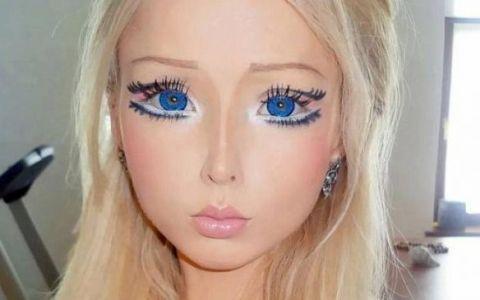 Nimeni nu se astepta ca  fata Barbie  sa semene atat de mult cu mama sa. Asemanarea incredibila dintre cele doua