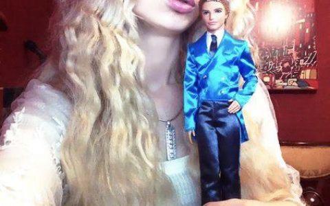 Femeia-Barbie , din ce in ce mai indrazneata. Valeria Lukyanova isi arata corpul perfect sculptat