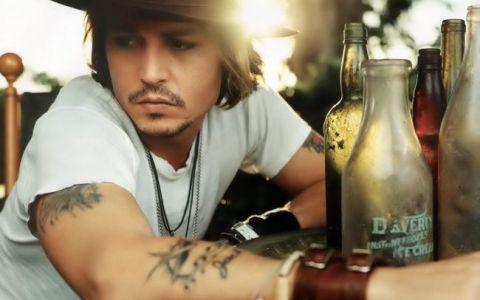 Johnny Depp a tinut-o departe de ochii presei pe fiica lui. Paparazzii au reusit s-o fotografieze pe Lily-Rose, care a devenit o adolescenta atragatoare