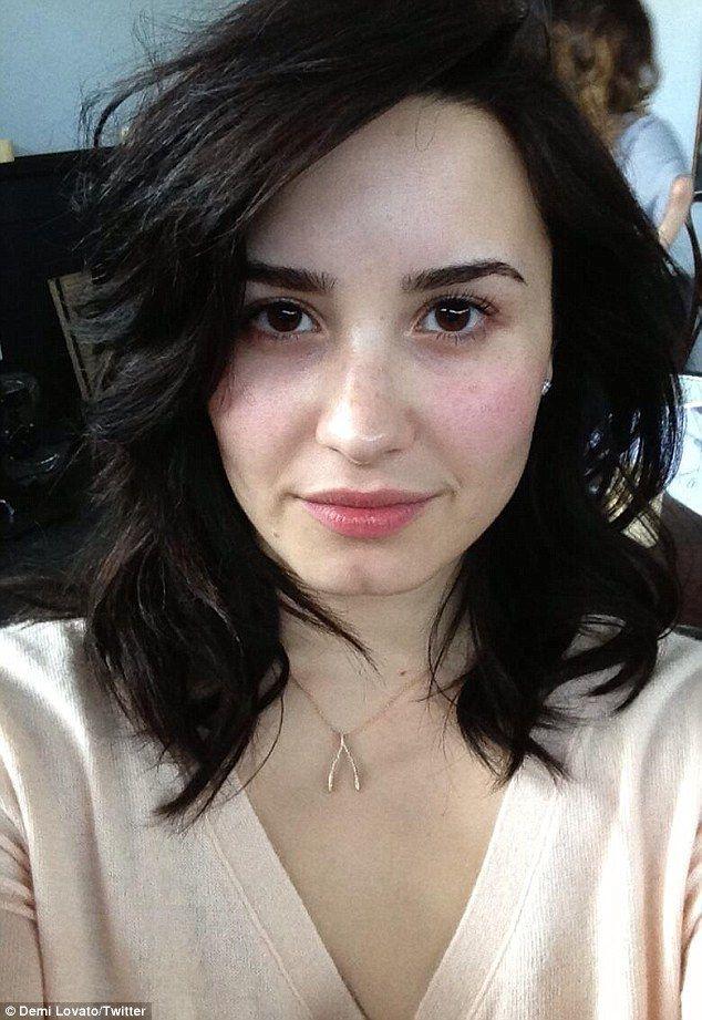 Demi Lovato s-a fotografiat fara pic de machiaj. Look-ul natural si neretusat al artistei