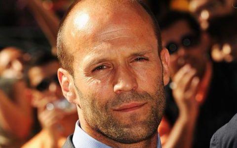 10 lucruri pe care nu le stiai despre Jason Statham. Isi face aproape toate cascadoriile singur si are o logodnica model