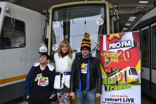 Roxana Ciuhulescu l-a invatat pe DJ-ul ProFM Bogdan Nicolai sa conduca tramvaiul pentru concertul aniversar de 20 de ani de ProFM