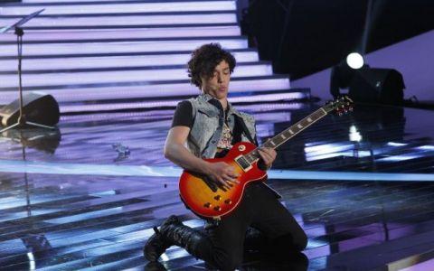 Angelo, un adevarat rock star la  Romanii au talent . A adus fetele din public in extaz cu un hit al trupei Bon Jovi