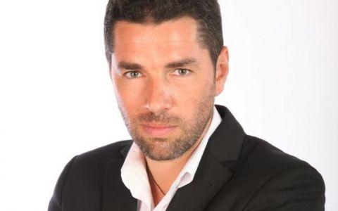 Alex Dima le spune telespectatorilor ProTV  Hristos a inviat!  de la Manastirea Curtea de Arges