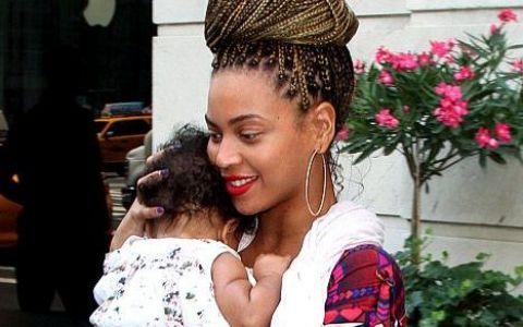 Fetita lui Beyonce seamana din ce in ce mai mult cu Jay-Z: FOTO