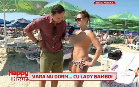 Distractie la plaja! Catalin Maruta si doamna Bamboi au  inspectat  sanii unei domnisoare topless, plina de tatuaje: VIDEO