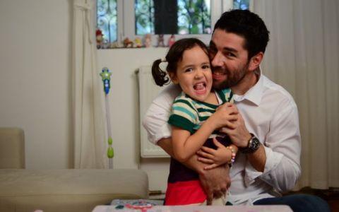 Alex Dima spune de ce nu vine iepurasul de Paste la fetita lui, Sara:  Nu vreau sa confundam lucrurile