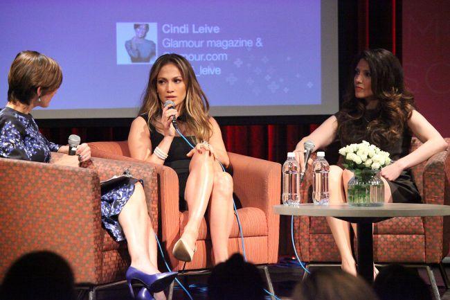 Stiai ca Jennifer Lopez are si o sora mai mica? Uite cat de bine seamana cele doua