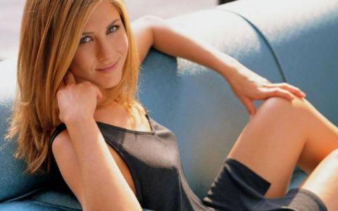 Jennifer Aniston, rol de stripteuza in cel mai nou film al ei. Nu ai mai vazut-o niciodata atat de dezbracata si indrazneata