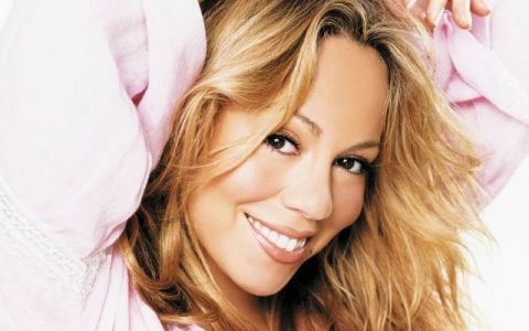 Mariah Carey in costum de baie, doua fotografii diferite. Cat de supla pare in cea postata de ea insasi si cum arata in realitate