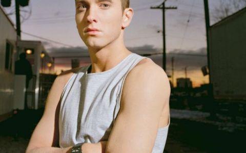 Vestea pe care fanii Eminem o asteptau de aproape 3 ani. Asculta aici noua piesa a rapperului,  Symphony in H