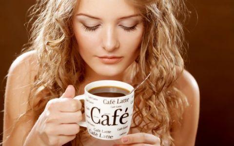 Cum se transforma cafeaua naturala macinata in cafea instant. Experimentul inedit prin care s-a demonstrat ca nessul este sanatos si nu contine E-uri
