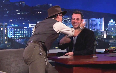 Nimeni nu se astepta ca Johnny Depp sa faca asta in direct. Actorul a lasat masca audienta cu gestul sau