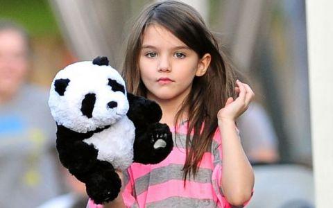 Fetita lui Tom Cruise, agresata de un fotograf. Ce a patit Suri in timp ce incerca sa ajunga la masina mamei sale: VIDEO