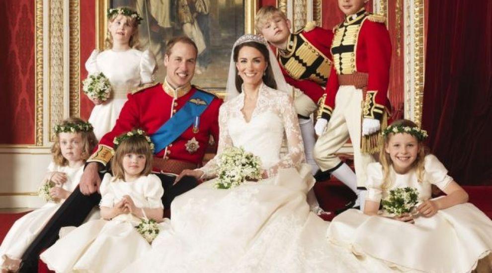 Primele imagini cu bebelusul regal. Ducesa Catherine si noul mostenitor au fost externati din spital. Alaturi de ei a fost printul William