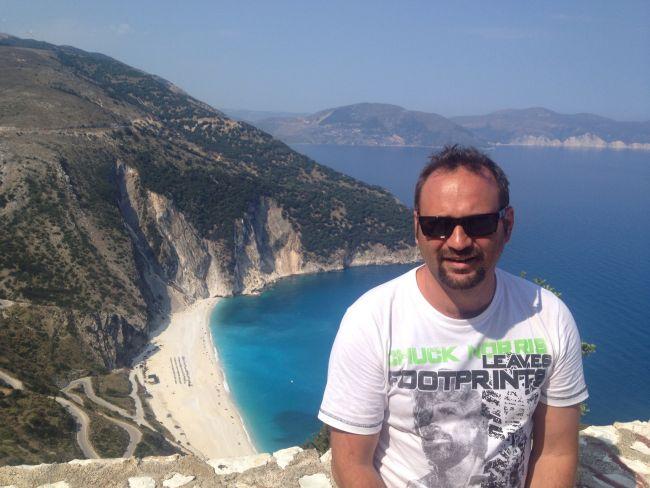 "Simpaticul Celentano din ""Las Fierbinti"", Adrian Văncică, escapada cu familia in Grecia"