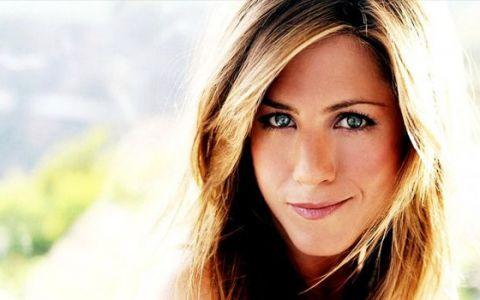 Jennifer Aniston, surprinsa fara urma de machiaj la 44 de ani. Look-ul ei natural, o surpriza imensa pentru fani: FOTO