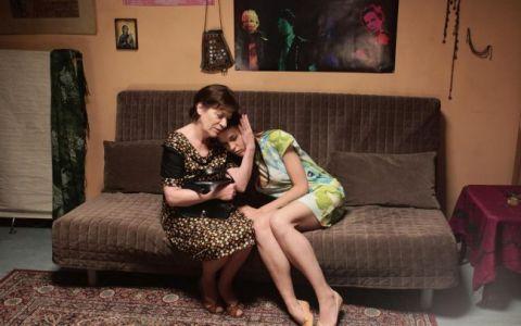 Luminita Gheorghiu si Ana Ularu sunt mama si fiica, in comedia  Sunt o baba comunista