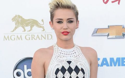 Miley Cyrus, umilita dupa show-ul de la MTV Video Music Awards.  Este deplasata si vulgara . Cine spune asta despre vedeta