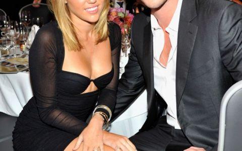 Miley Cyrus l-a inlocuit pe Liam Hemsworth, dupa ce a aflat ca fostul ei logodnic are deja o noua relatie. Cu cine se iubesc cei doi acum
