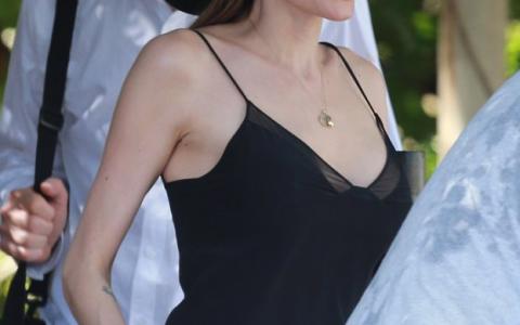Efectul Angelina Jolie . Ce se intampla la doar patru luni de cand actrita a anuntat ca si-a facut dubla mastectomie