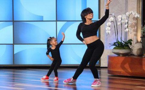 Dansul lor a cucerit milioane de oameni pe net. Mama e dansatoare profesionista, fiica ei - geniu in devenire! VIDEO