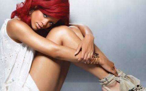 Imaginile cu care Rihanna a infuriat pe toata lumea. Nici fanii ei nu au apreciat fotografiile:  Cine a lasat-o sa faca asa ceva?