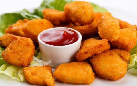 O sa ai o surpriza. Cum arata bucatile de pui  nuggets  de la fast-food cand sunt puse la microscop