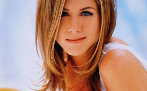 Schimbare radicala pentru Jennifer Aniston. Parul sau lung si drept a facut-o celebra, dar s-a tuns scurt. Reactia fanilor:  Arata urat si nespalat