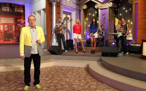 Florin Busuioc face prognoza vremurilor la  Serviciul Roman de Comedie , diseara, de la 20.30, la ProTV