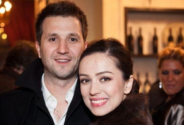 Olivia Steer si Andi Moisescu, cel mai elegant cuplu de la Festivalul Brazilor de Craciun! Uite cat de bine le sta impreuna