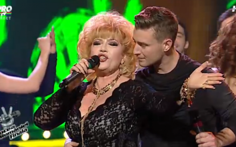 Cel mai amuzant moment din finala  Vocea Romaniei . Ce-a facut Corina Chiriac pe scena: zambesti cu gura pana la urechi! VIDEO
