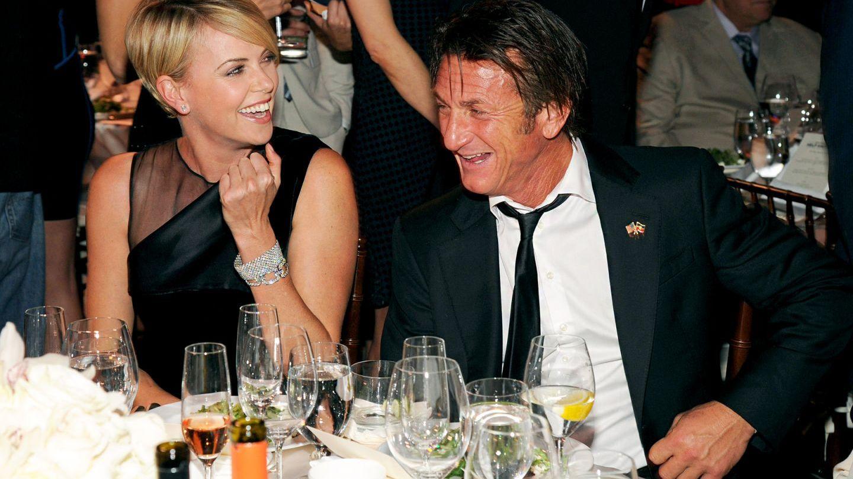 Un nou cuplu la Hollywood: Charlize Theron si Sean Penn au aparut pentru prima data impreuna in public