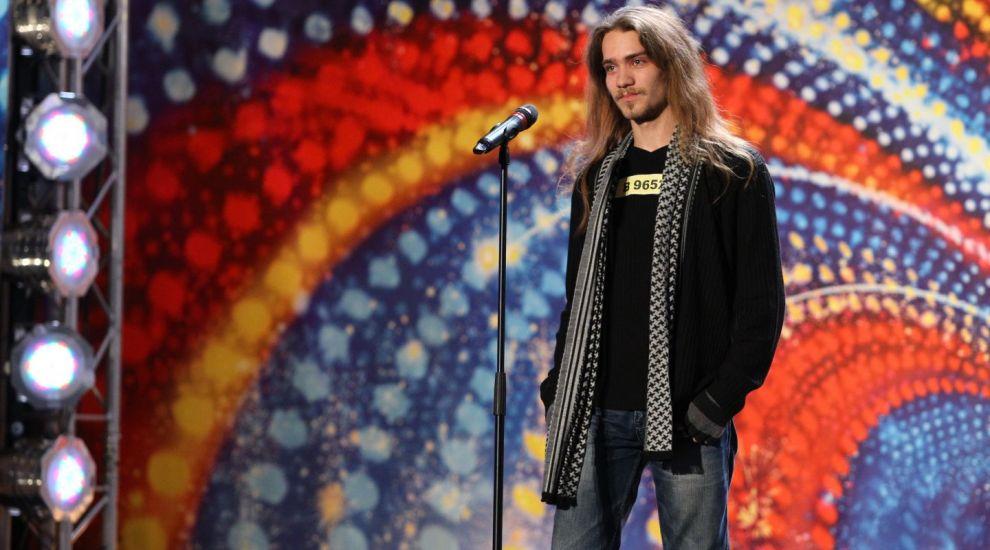 """Rockerul de 23 de ani care VREA sa cante la """"Romanii au talent"""" 2014: """"Mi-am cumparat prima chitara din banii de tigari si bere"""""""