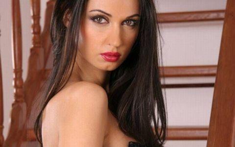 Nicoleta Luciu s-a baricadat in casa din cauza problemelor grave cu acneea si cu kilogramele in plus. Cum arata acum una dintre cele mai sexy femei din Romania