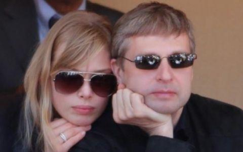 Cel mai scump divort din toate timpurile ingenuncheaza un oligarh rus. Cum arata norocoasa fosta sotie si pentru ce i-a platit el 3 MILIARDE de euro