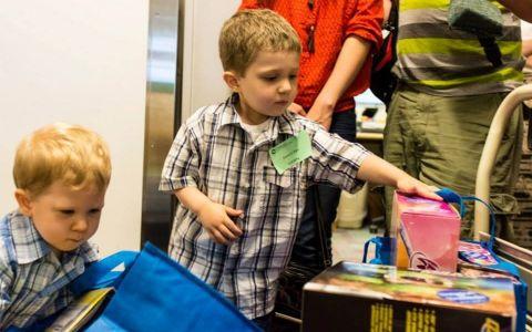 Gestul unui copil bolnav de leucemie a uimit o lume intreaga. Ce a facut el pentru alti copii de varsta lui