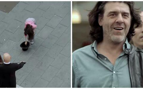 O fetita a pus niste bani in palaria unui om care canta pe strada. Ce a urmat a fost de-a dreptul emotionant