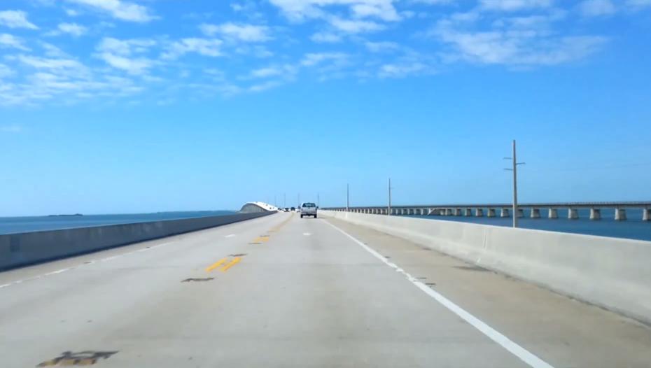 Americanii au construit prima autostrada peste un ocean. Cum arata constructia impresionanta care traverseaza 100 de kilometri din Oceanul Atlanticul - FOTO