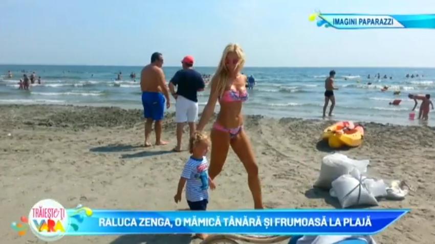 Raluca Zenga, o mamica tanara si frumoasa la plaja