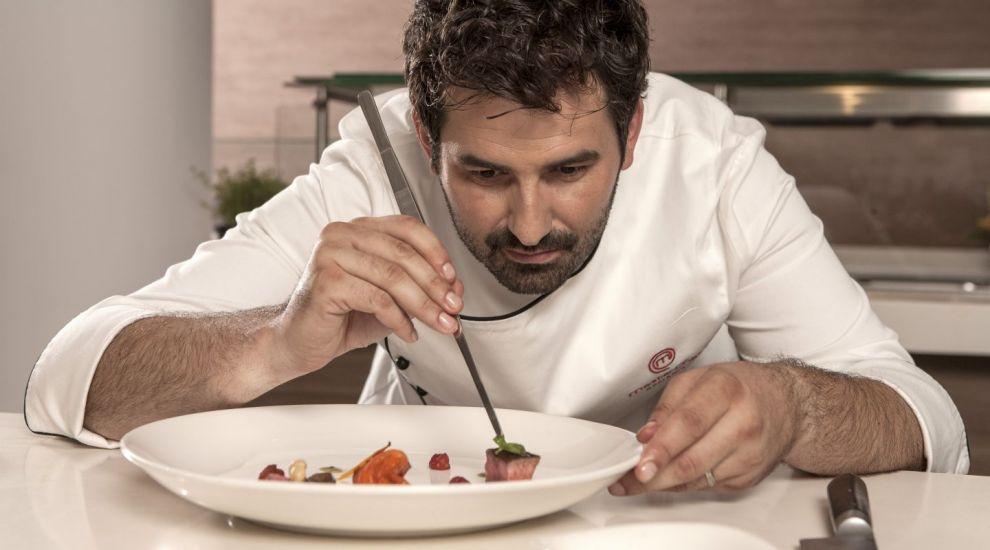 """Chef Adrian Hadean, motto-ul dupa care se ghideaza in viata. Care este secretul unei siluete de """"MasterChef"""""""