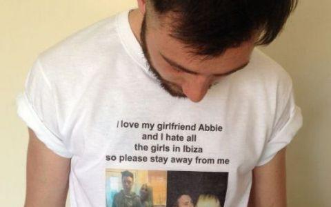 Imi iubesc prietena, urasc fetele din Ibiza, stati departe de mine . Ce face o iubita posesiva ca sa tina fetele la distanta de iubitul sau